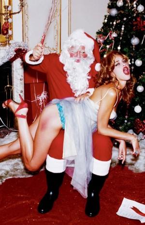voyons_voir_Naughty_Christmas_avec_Ana_Beatriz_Barros_par_Ellen_von_Unwerth_1