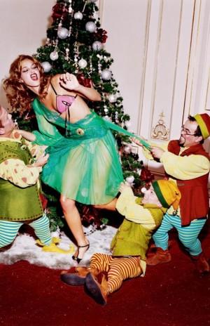 voyons_voir_Naughty_Christmas_avec_Ana_Beatriz_Barros_par_Ellen_von_Unwerth_2
