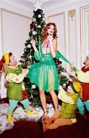 voyons_voir_Naughty_Christmas_avec_Ana_Beatriz_Barros_par_Ellen_von_Unwerth_5