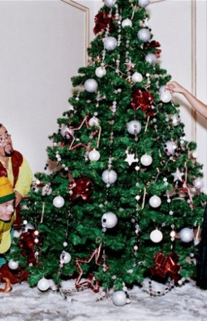 voyons_voir_Naughty_Christmas_avec_Ana_Beatriz_Barros_par_Ellen_von_Unwerth_6