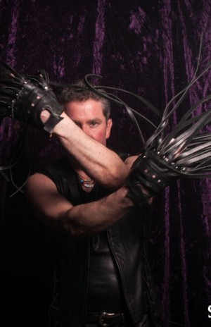 Very cool flogger gloves!